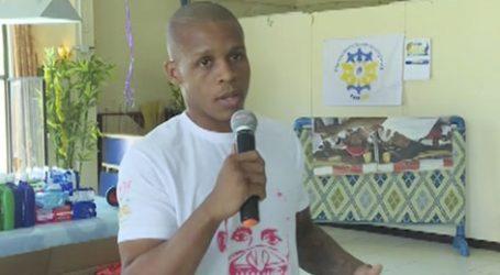 Thaibokser Giovano van Rabenswaay op bezoek bij kindertehuis 'Hoop voor Kinderen'