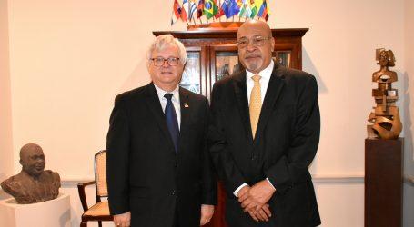 VS ambassadeur Nolan op bezoek bij president Bouterse