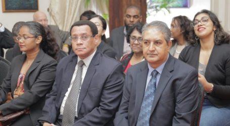 President beëdigt twee nieuwe leden OKB