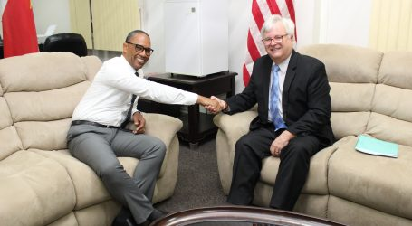 Minister Getrouw maakt formeel kennis met Ambassadeur Edwin Nolan