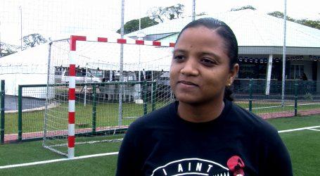 Saraya Truideman vrouwelijke arbiter bij Zaalvoetbal