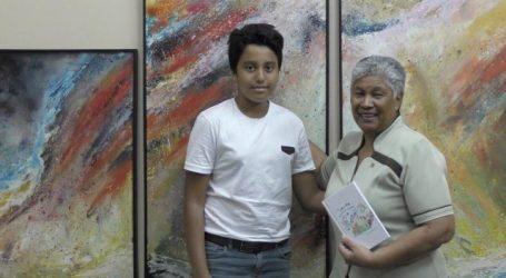 11 jarige schrijver overhandigt boek aan minister Ferriër