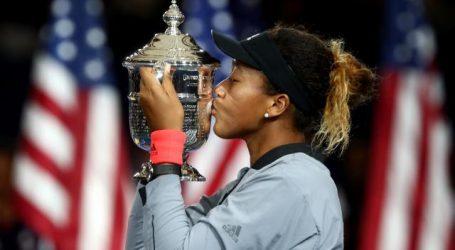 Osaka verslaat emotionele Serena Williams in bizarre US Open-finale