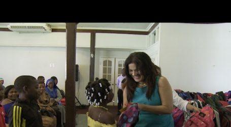 First lady doneert landelijk aan sociale instelingen