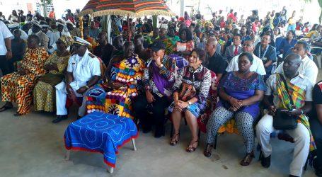 President Bouterse en Ashanti koning bezoeken Brokopondo