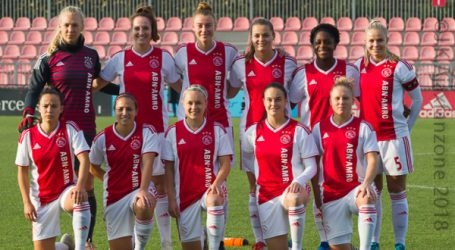 De voetbalsters van Ajax winnen topper in de Eredivisie tegen PSV