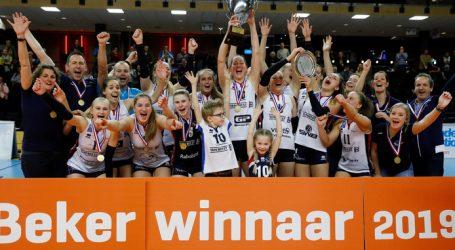 Volleybalsters Sliedrechtse Sport voor derde keer op rij kampioen