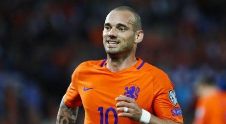 Recordinternational Sneijder kondigt einde van voetballoopbaan aan