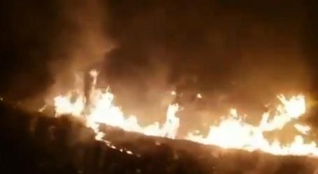 Brazilianen rijden vlak langs branden in Amazoneregenwoud
