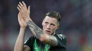 Scorende Weghorst woest op VAR na mislopen koppositie met Wolfsburg