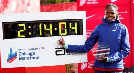Keniaanse Kosgei vermorzelt zestien jaar oud wereldrecord op marathon