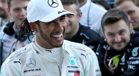 Hamilton baalt van 'niet optimale' strategie Mercedes in Japan