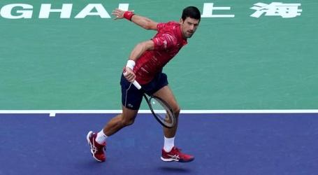 Djokovic en Federer zonder setverlies verder op Masters-toernooi Sjanghai