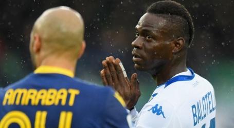 Hellas Verona moet eenmalig vak sluiten wegens racisme richting Balotelli