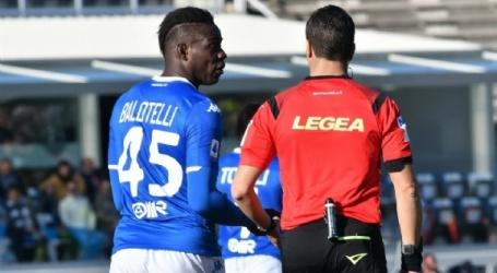 Steun voor woedende Balotelli: Lazio krijgt geldboete vanwege racisme