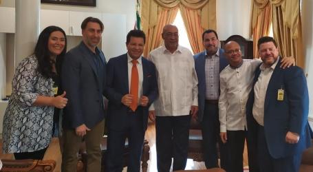 Apostel Maldonado brengt bezoek aan president Bouterse