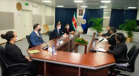 OAS Electorale Waarnemersmissie brengt beleefdheidsbezoek aan de minister Beighle