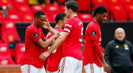 United wint in doelpuntenfeest, Leicester zegeviert bij mijlpaal Vardy