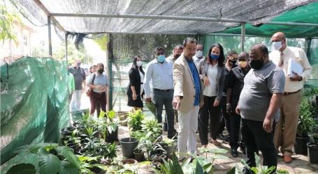 OW-minister bezoekt Meteorologische Dienst, Openbaar Groen en Vuilstortplaats Ornamibo