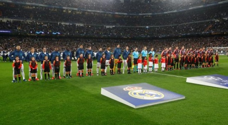 Champions League-ploegen bedanken zorgmedewerkers met tekst op shirt