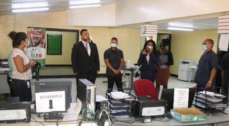 Biza-minister hoort problemen BVB's Wanica aan