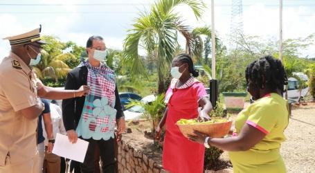 Minister van Openbare Werken brengt werkbezoek aan Brokopondo
