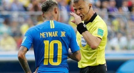 Neymar kraakt Kuipers vanuit huis: 'Haha, wat een grap!'