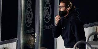 Geblesseerde Real-aanvoerder Ramos test positief op coronavirus