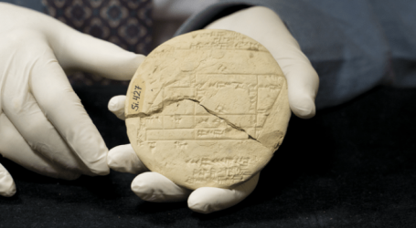 BABYLONISCH KLEITABLET BEVAT OUDSTE VOORBEELD TOEGEPASTE MEETKUNDE