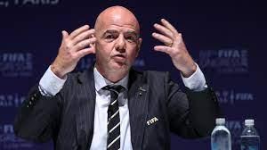 FIFA gaat omstreden plannen voor tweejaarlijks WK bespreken met bonden