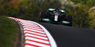 Hamilton zet de toon in eerste training Turkije, Verstappen rijdt tweede tijd