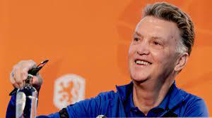 Van Gaal verwacht (nog) beter Oranje: 'Vorige maand was het gekkenwerk'