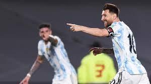 Messi leidt Argentinië naar ruime zege op Suárez en Uruguay in WK-kwalificatie