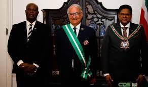Franse ambassadeur onderscheiden met Grootlint in de Ere-Orde van de Palm